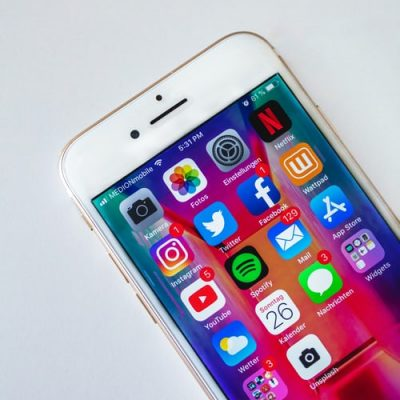 Buying a Renewed iPhone or Samsung Phone if You Have a Low Budge